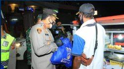 Polres Karawang bersama Kodim 604 Karawang menggelar Baksos bagi Masyarakst terdampak PPKM