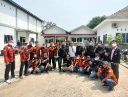 Diduga Sunat Dana Bantuan Sosial Tunai (BST) , Warga Pasir Talaga Gerudug Kantor Desa